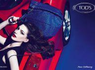 Anne Hathaway devient l'égérie sensuelle et un rien provoc' de Tod's