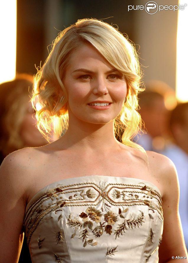 Jennifer Morrison, resplendissante, à l'avant-première du film Warrior à Los Angeles, le 6 septembre 2011