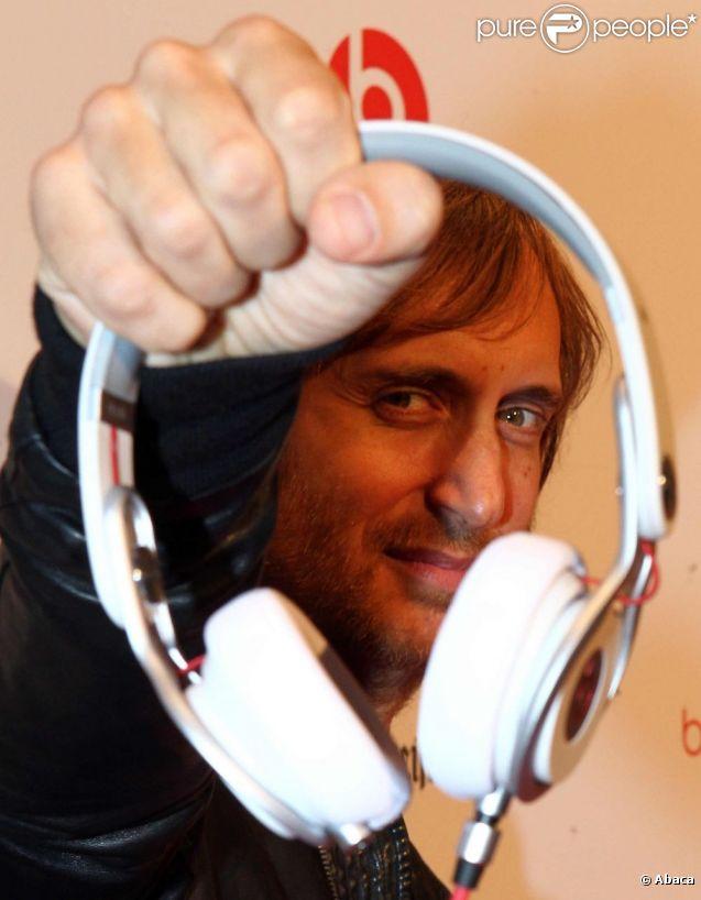 David Guetta présente son casque Beats Mixr, à Berlin le 6 septembre 2011