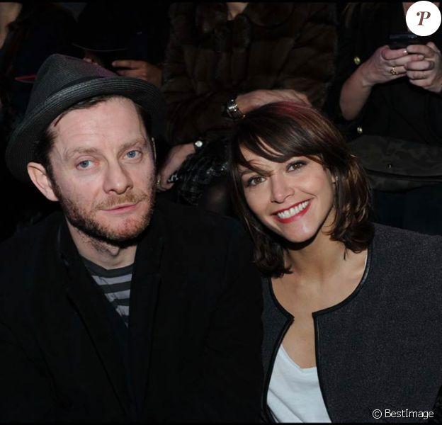Emma de Caunes et Jamie Hewlett le 24 janvier 2011 au défilé de mode Etam collection printemps-été 2011 au Grand Palais suivi d'une soirée au Ritz. Le couple s'est marié à Saint-Paul-de-Vence le 10 septembre 2011.