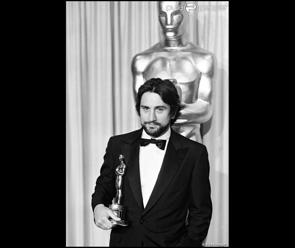 Robert De Niro En 1981 Avec Son Oscar Pour Raging Bull