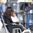 Salma Hayek et sa fille Valentina à l'aéroport de Los Angeles le 24 septembre 2011 pour prendre un avion direction Paris