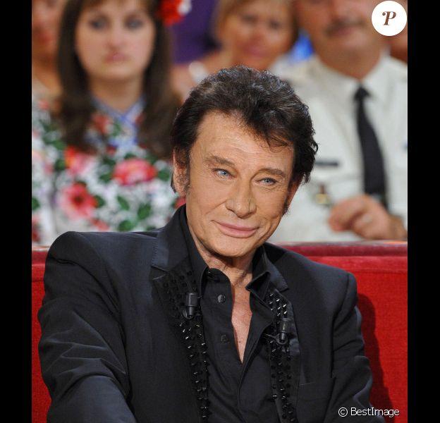 Johnny Hallyday sur le plateau de Vivement Dimanche, émission présentée par Michel Drucker et diffusée le 2 octobre 2011. Prise de vue effectuée le 28 septembre 2011
