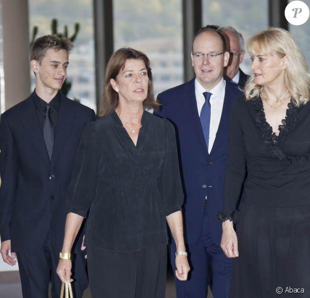 Caroline de Monaco, Albert et Amy, femme du défunt, lors de l'inauguration de la plaque hommage à Yakov Kreizberg, à Monaco. 2 octobre 2011