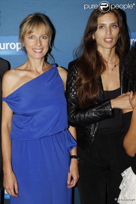 Karin Viard et Maïwenn lors de l'avant-première du film Polisse dans les locaux d'Europe 1 à Paris le 3 octobre 2011