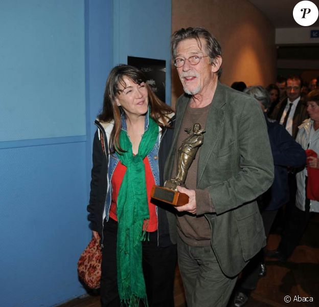 John Hurt a reçu le Hitchcock d'honneur du festival du film britannique de Dinard le 7 octobre 2011, en présence de son épouse Ann Rees Meyers.