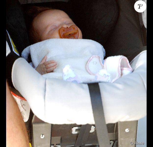 La petite Haven née le 13 août dort tranquillement dans sa pousette. Beverly Hills, 8 octobre 2011