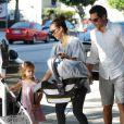 Jessica Alba, Cash Warren, Honor et Haven se sont retrouvés pour un petit déjeuner en famille à Beverly Hills, le 8 octobre 2011.