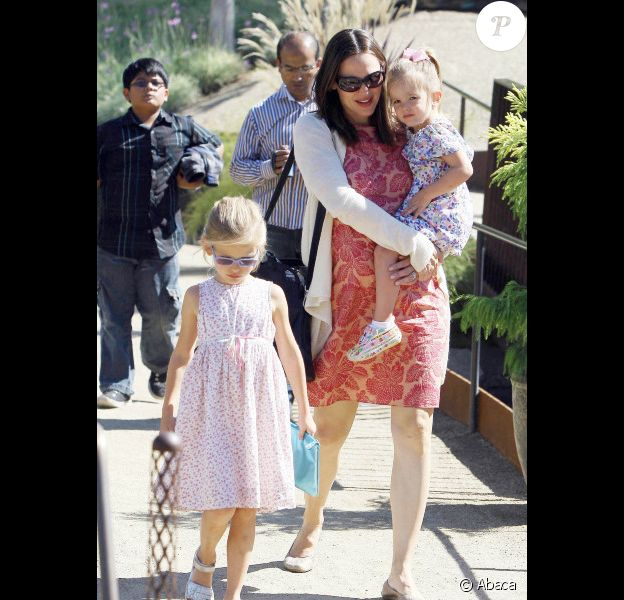 Jennifer Garner va chercher Seraphina et Violet à Los Angeles le 9 octobre 2011