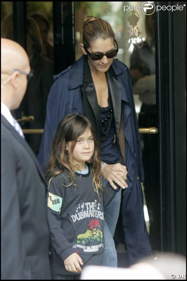 Céline Dion quittant son hôtel parisien avec son fils