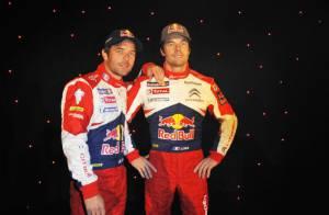 Sébastien Loeb : Crise de rire devant son double qui lui reste impassible !