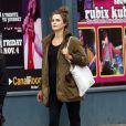 Keri Russell, l'actrice de la série Felicity, affiche son ventre arrondi dans les rue de New York le 13 octobre 2011