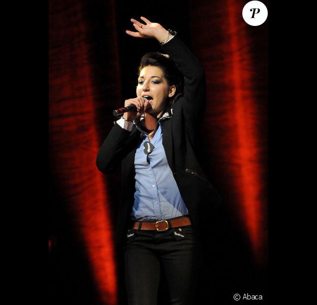 Lucie Azard lors du concert organisé par l'association Faire Face, à Avignon, samedi 15 octobre 2011.