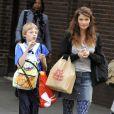 Helena Christensen avec son charmant fils Mingus Lucien le 18 octobre 2011 à New York