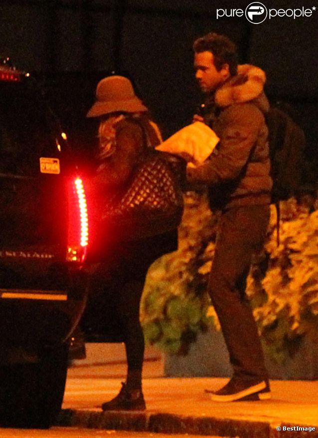 Exclu : Blake Lively et Ryan Reynolds quittent l'appartement du comédien au petit matin le 22 octobre 2011 ! Pas de chance, vus !