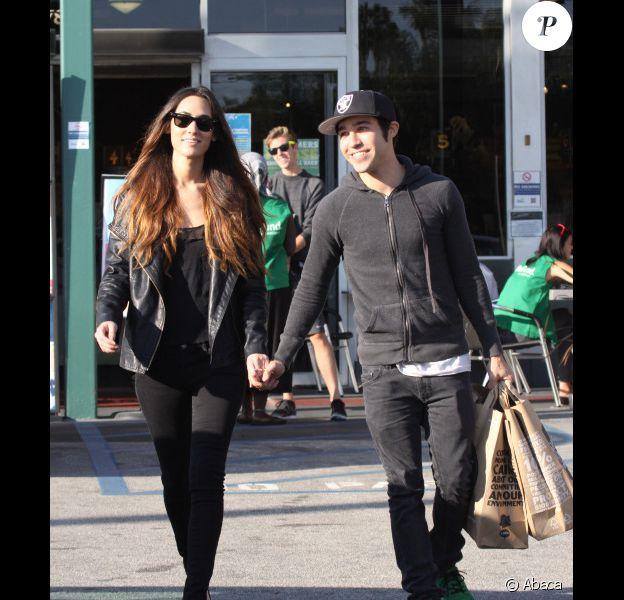 Pete Wentz et sa petite amie se rendent dans un supermarché bio, le mercredi 12 octobre 2011 à Los Angeles.