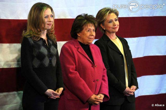 Hillary Clinton, sa fille Chelsea, et sa mère Dorothy Rodham, en campagne à Indianola (Iowa), le 4 janvier 2008.