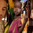 Christophe Willem dans le clip  Des Ricochets , 60 artistes pour l'Unicef, octobre 2011.