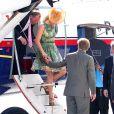 Les royaux néerlandais, dont une princesse Maxima qui ponctuait son défilé de couleurs de vert, effectuaient la dernière étape de leur périple de dix jours aux Antilles sur l'île de Saba, le 5 novembre 2011.