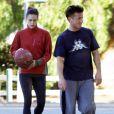 Sean Penn se rend sur un terrain de basket avec sa petite amie Shannon Costello, le samedi 29 octobre à Los Angeles.