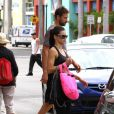 Adriana Lima dans les rues de Miami en octobre 2011