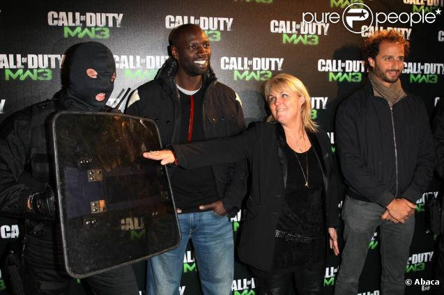 Valérie Damidot et Omar Sy ont pris les armes.  Call of Duty: Modern Warfare 3  a vécu un lancement en grande pompe au palais de Chaillot, à Paris, le 7 novembre 2011. Activision avait vu les choses en grand et convié de nombreux VIP.