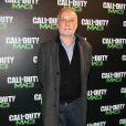 François Berléand dans son rôle pour le lancement de  Modern Warfare 3 . Parmi les VIP, certains garçons n'étaient pas là pour rigoler et ont pris leur rôle très au sérieux lors de la soirée de lancement spectaculaire de  Call of Duty: Modern Warfare 3 , lundi 7 novembre 2011 au Palais de Chaillot.