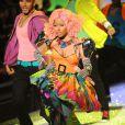 Nicki Minaj et ses danseurs sur le podium de Victoria's Secret. New York, le 9 novembre 2011.