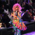 Nicki Minaj interprète Superbass sur le podium de Victoria's Secret. New York, le 9 novembre 2011.