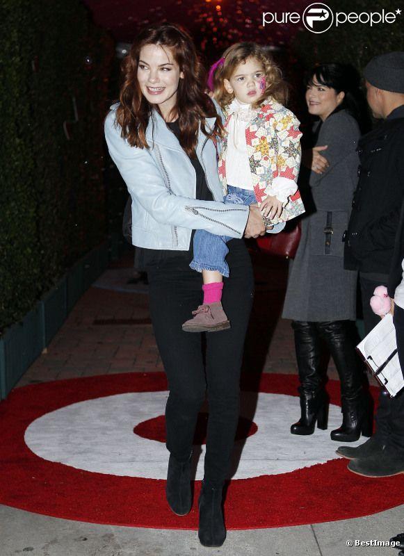 Michelle Monaghan et sa fille lors de la soirée Harajuku / Target, à Los Angeles, le 12 novembre 2011