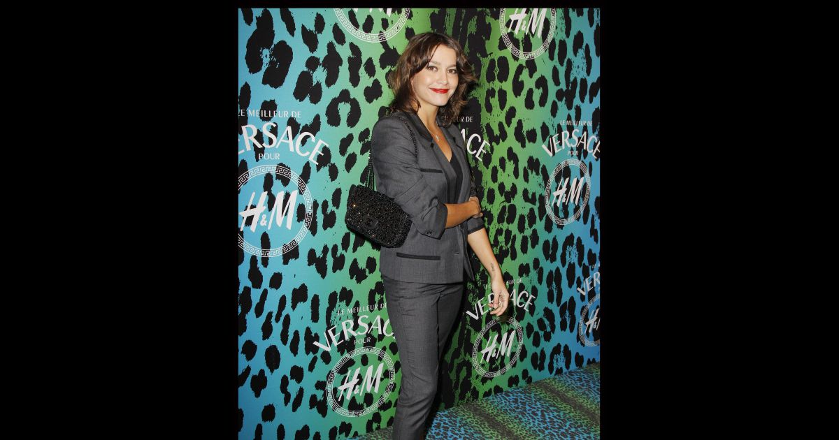 emma de caunes lors de la shopping party versace et h m. Black Bedroom Furniture Sets. Home Design Ideas