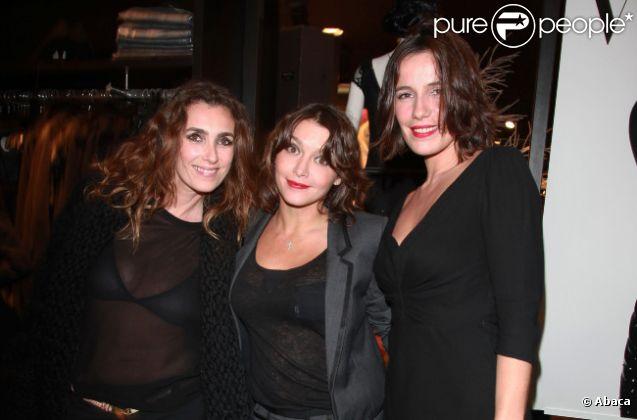 Mademoiselle Agnès, Emma de Caunes et Zoé Félix lors de la soirée shopping party de H&M pour le lancement de la collection Versace. Le 16 novembre 2011