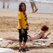 Steven Tyler et sa belle Erin Brady se relaxent, ou presque, sur la plage