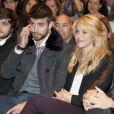 Shakira et son compagnon Gerard Piqué au salon du livre à Barcelone pour soutenir la promotion du livre du père du footballeur Joan Piqué, le 17 novembre 2011