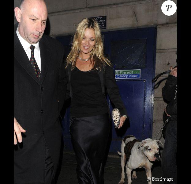 Kate Moss se rend à la soirée de charité organisée à Londres par Hoping Charity, le lundi 21 novembre 2011.