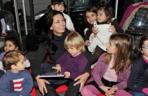 Adeline Blondieau : la jeune maman fascine les enfants avec ses histoires