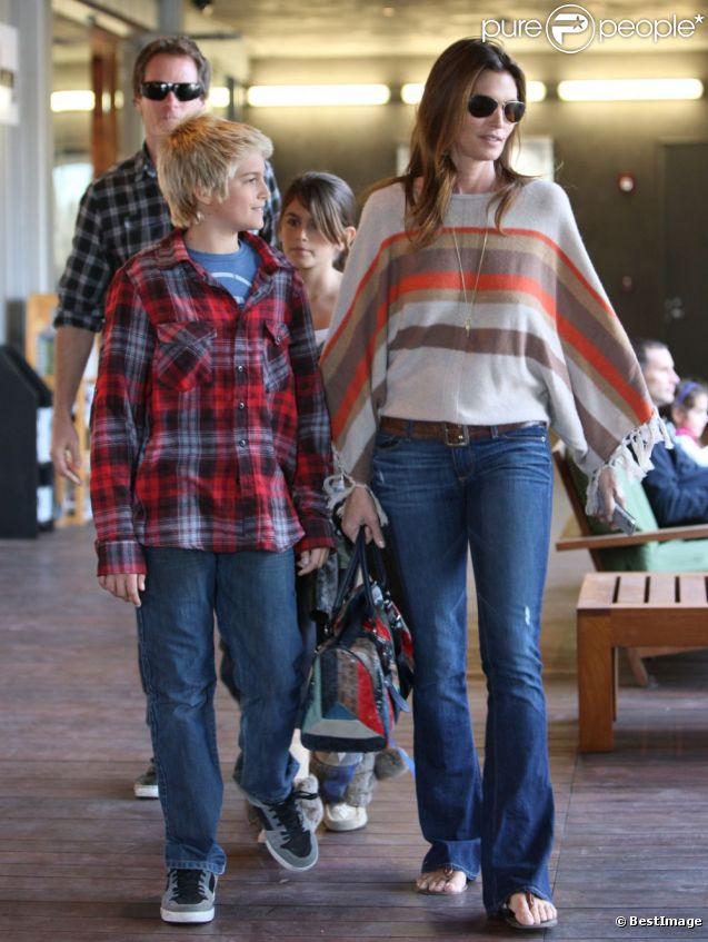 Cindy Crawford en famille à Los Angeles le 4 décembre 2011