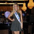 Miss Prestige National 2012 Christelle Roca prend la pose à l'Hotel Hilton à Paris le 5 décembre 2012