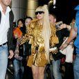 Lady Gaga : une star éblouissante à la sortie de la boutique Louis Vuitton Matsuya Ginza à Tokyo au Japon le 22 décembre 2011