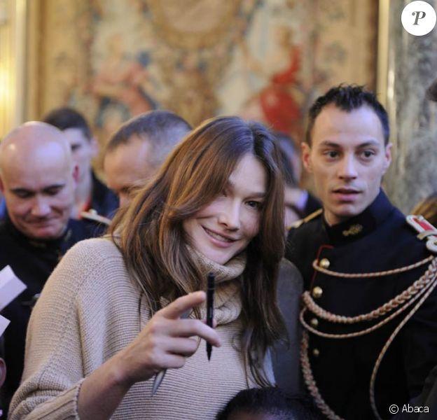 Première apparition de Carlita lors du Noël de l'Elysée, avec son époux, le 14 décembre 2011.