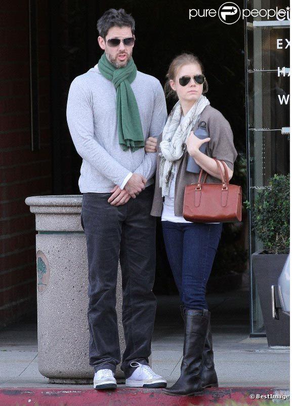 Quand elle n'est pas avec sa fille, Amy Adams s'occupe de son amoureux. Ici, en pleine balade à Los Angeles. Décembre 2011