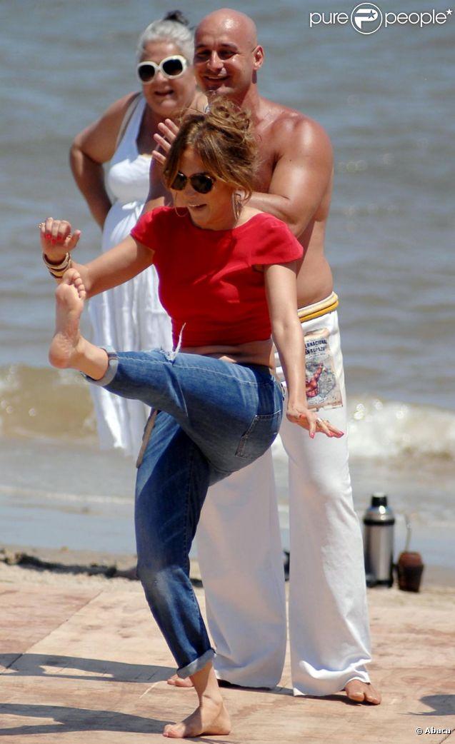 Jennifer Lopez sur le tournage de son émission Q'Viva : The Chosen, à Montevideo le 8 décembre 2011