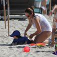 Le petit Amadeus et la nounou le 26 décembre sur la plage de Miami