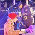 Justin Bieber et Carlos Santana live pour le Nouvel An à Time Square, New York, le 31 décembre 2011.