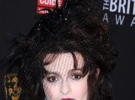 """Helena Bonham Carter décorée par sa """"fille"""" la reine d'Angleterre"""