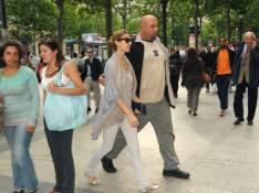 PHOTOS : Céline Dion, une touriste lambda sur les Champs-Elysées...