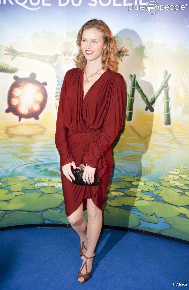 Le top model de 39 ans Eva Herzigova à la première du spectacle Totem du Cirque du Soleil. Londres, le 5 janvier 2012.