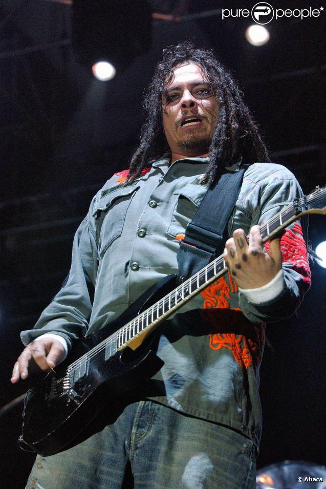James Shaffer (photo : en 2005), alias Munky, guitariste du groupe Korn, a épousé sa compagne Evis Xheneti, de dix ans sa cadette, le 2 janvier 2012.
