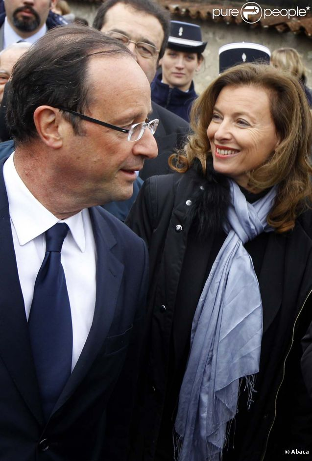 Valérie Trieweiler accompagne François Hollande pour le 16e anniversaire de la mort de François Mitterrand à Jarnac, le 8 janvier 2012.