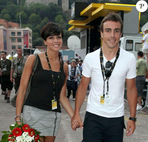 Fernando Alonso et Raquel del Rosario (photo : en 2009 à Monaco) ont toujours tenu leur vie privée  secrète, mais, depuis l'annonce de leur séparation en décembre 2011, les  médias s'intéressent de près à l'Espagnol et aux rumeurs de relation  avec la bombe suisse Xenia Tchoumitcheva...